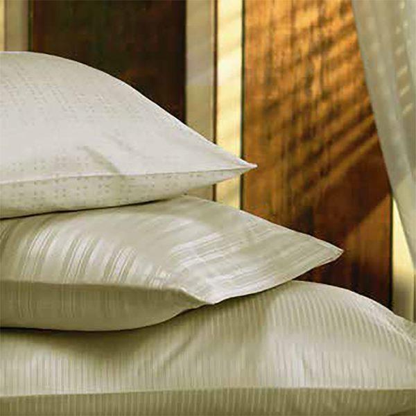 Almohadas con fundas color Beige