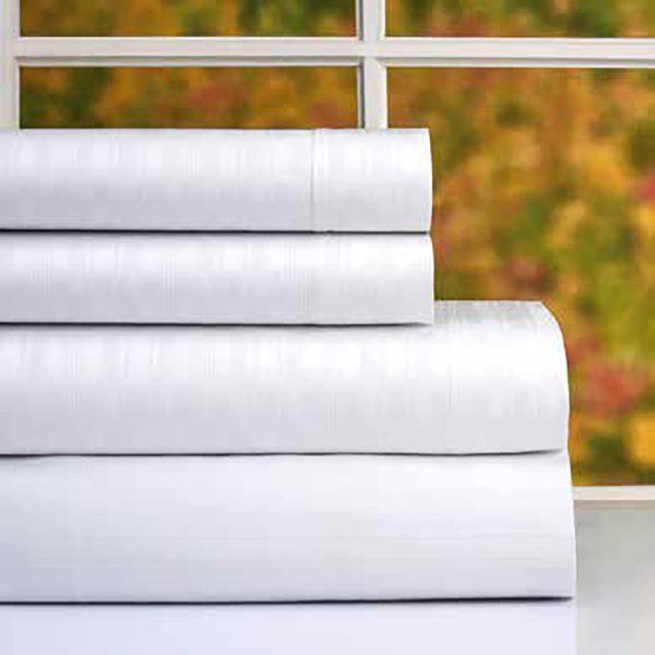 sabanas dobladas de algodón color blanco