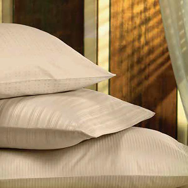 Almohadas con fundas color naturales