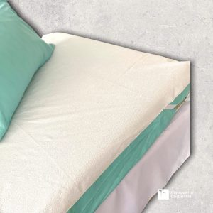 Cama con Cubre colchón impermeable
