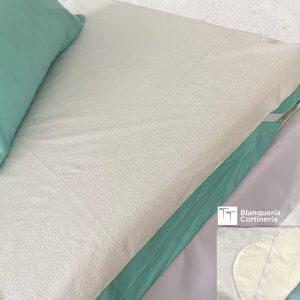 cama con Cubre colchon impermeable
