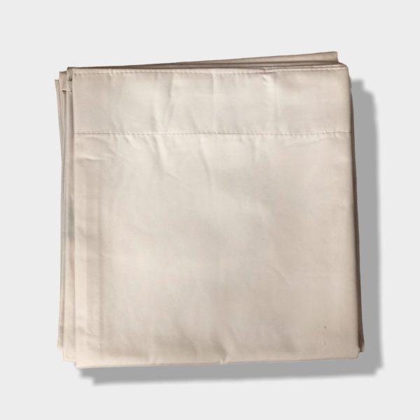 Funda de almohada doblada en rectangulo natural