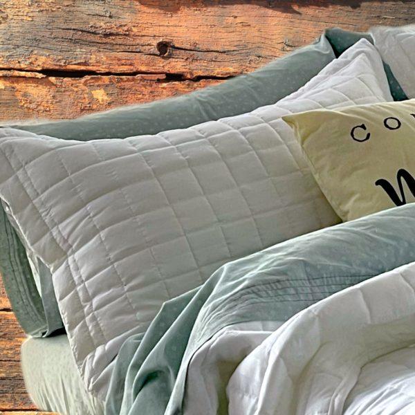 Esquina de cama con Sabanas 100% Algodón